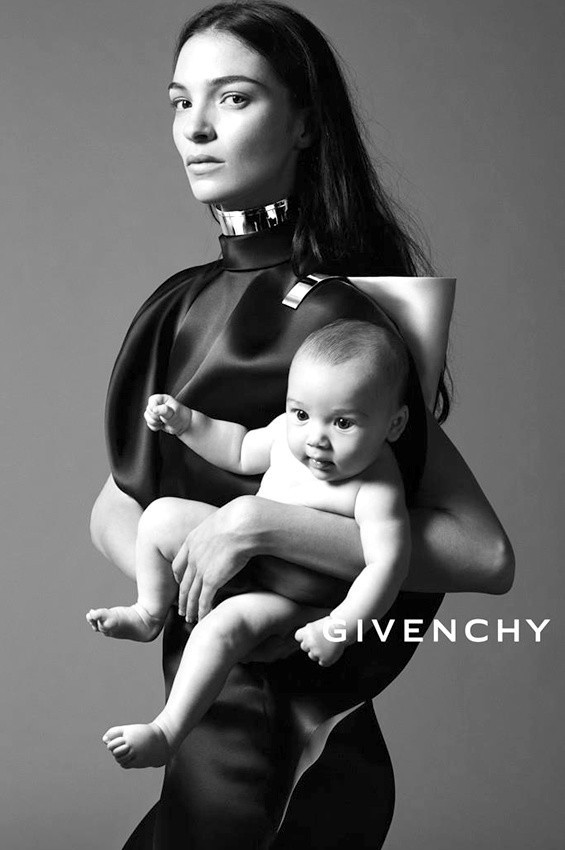 Mood of the day: младенец в рекламе Givenchy