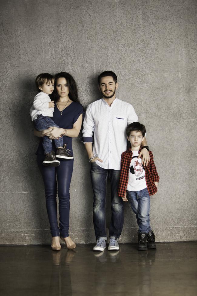 Сын с женой и мамой